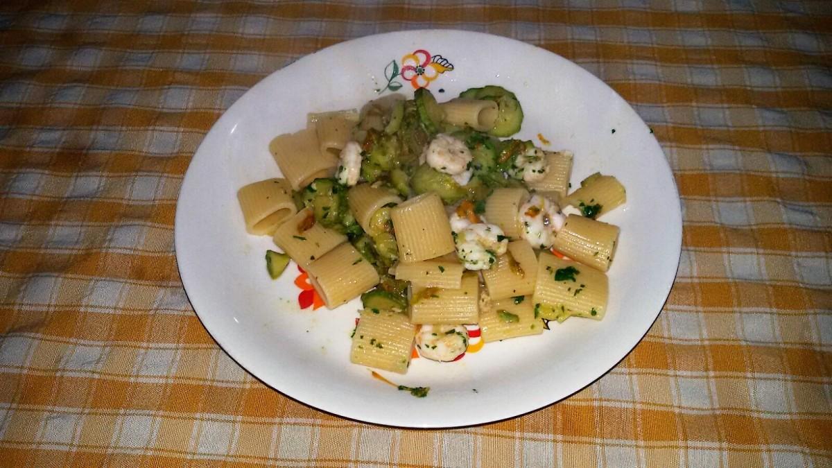 Mezze maniche gamberi e zucchini