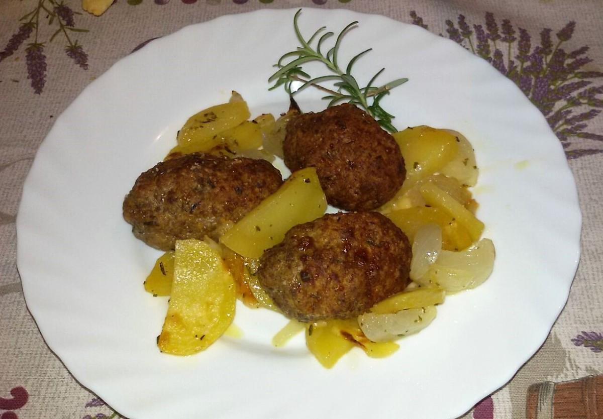 Polpette farcite al forno con patate e cipolle