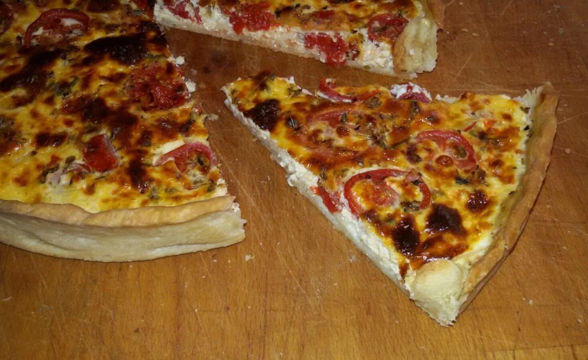 Quiche Lorraine con pomodorini scamorza e prosciutto