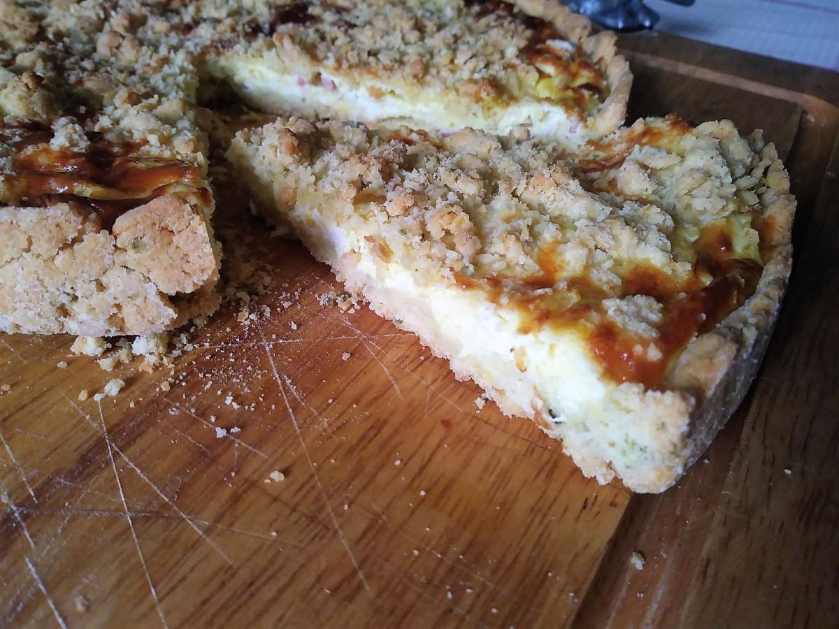 Sbriciolata salata con stracchino e pancetta affumicata