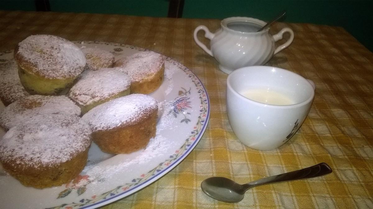 Muffin allo yogurt, mele e uvetta