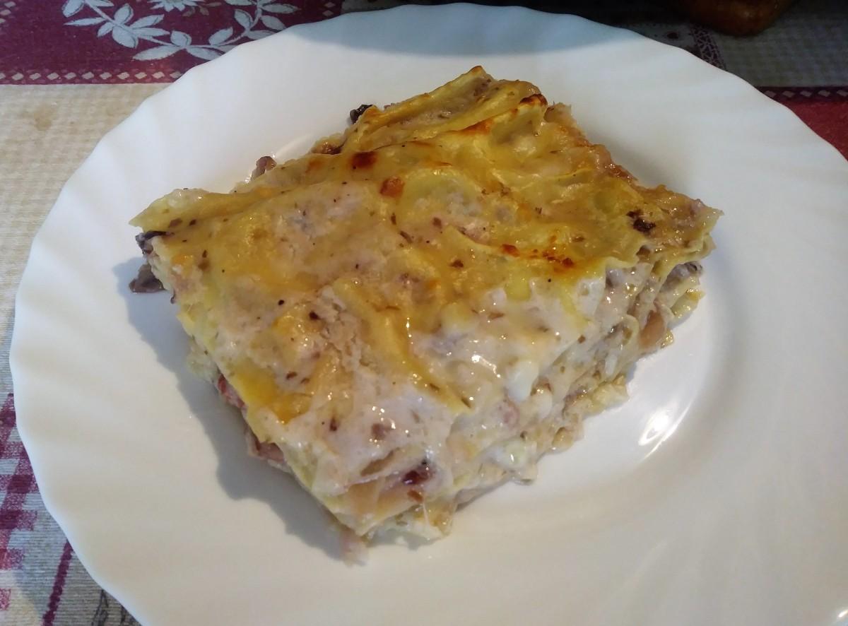 Lasagne al forno con radicchio, speck e scamorza.